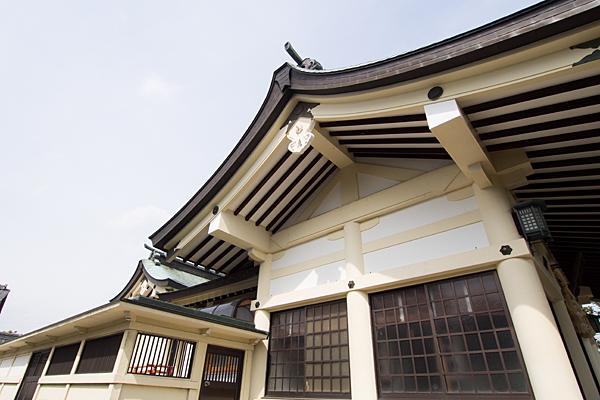 日吉神社社殿を横から