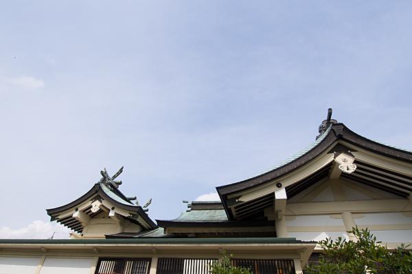 日吉神社本殿を横から