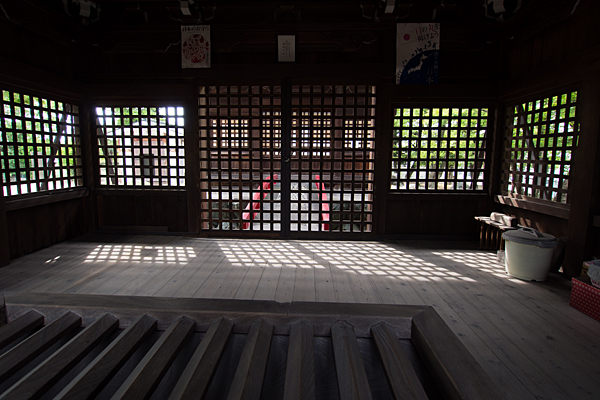 七所社拝殿内部