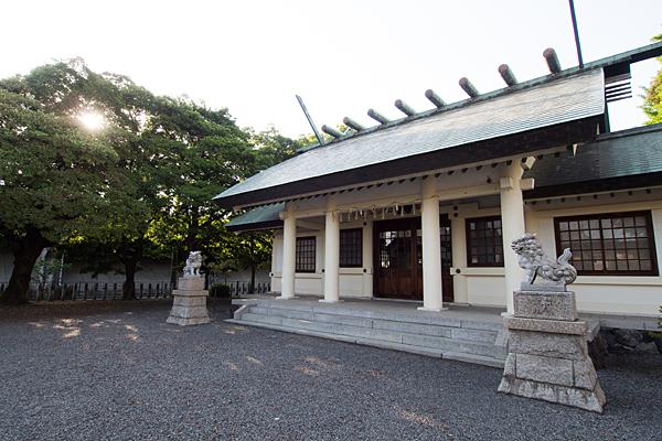 小本神明社拝殿斜めから