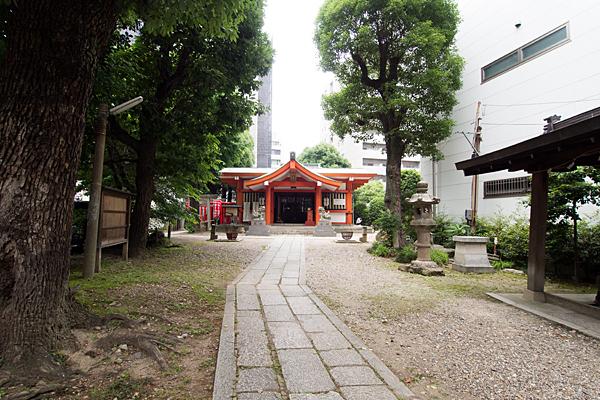 泥江縣神社参道から拝殿