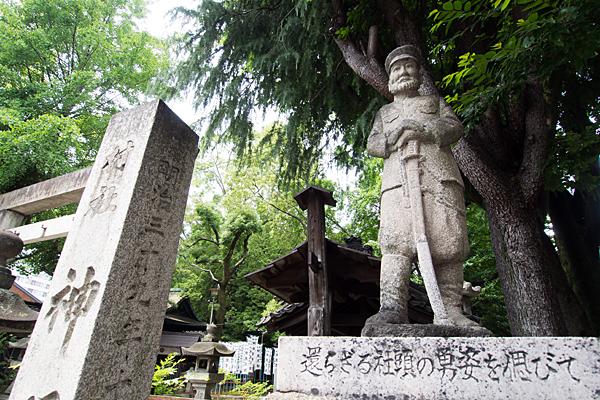 花車神明社石像
