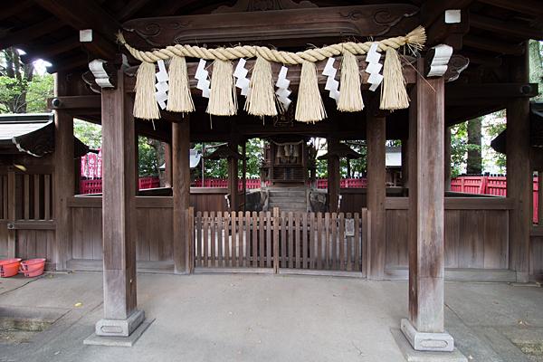 住吉社拝殿前