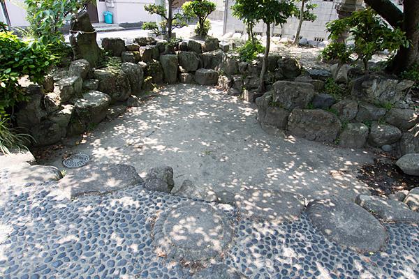 牛立八幡社足洗池