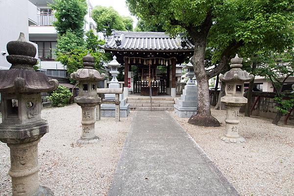 櫻田神社境内と拝殿