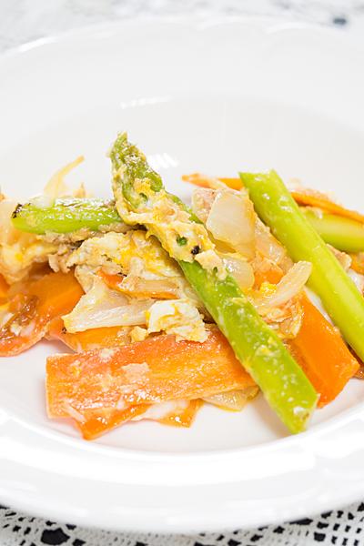 野菜炒めの卵とじ