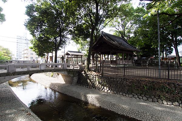 間黒神社水路