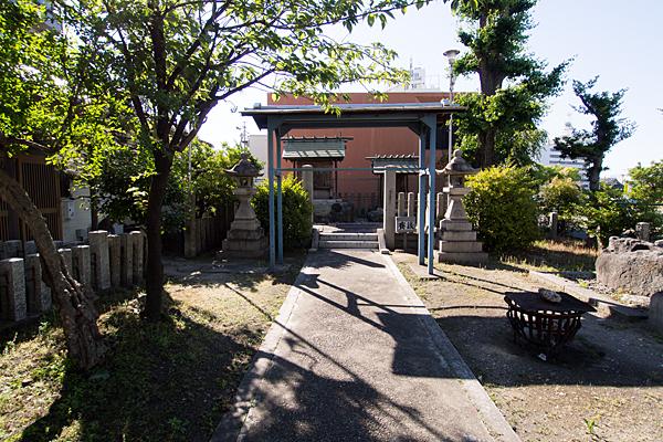 伝馬神明社参道と境内