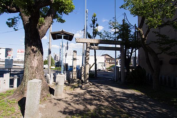 伝馬神明社境内の風景