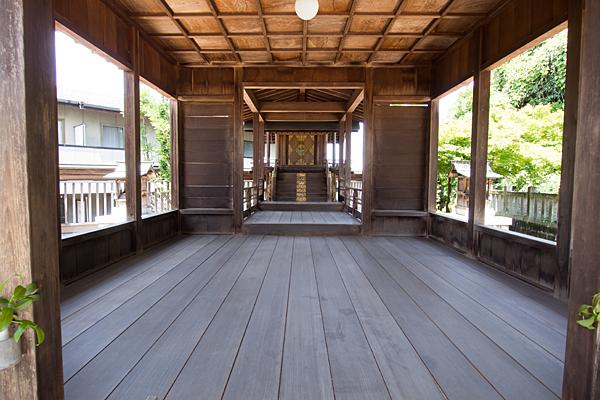五軒家神明社拝殿内