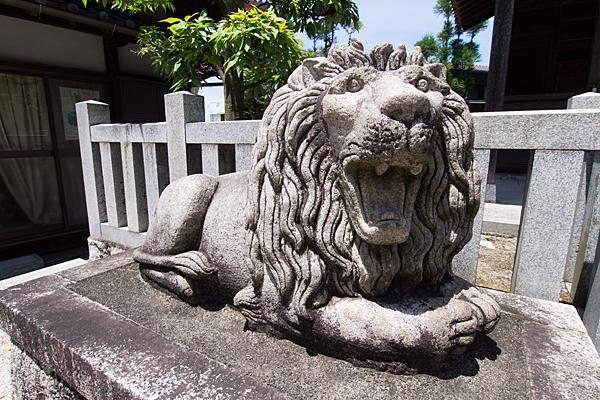 五軒家神明社ライオン像