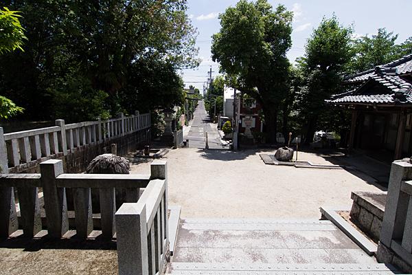 五軒家神明社境内の風景