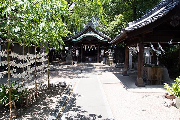 石仏白山社境内と拝殿