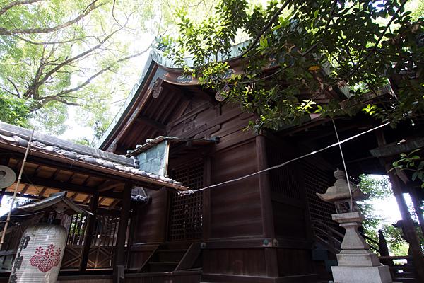 石仏白山社社殿