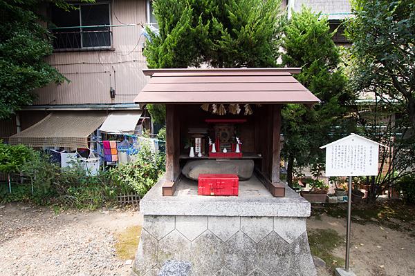 神之内八幡社肴瓮石