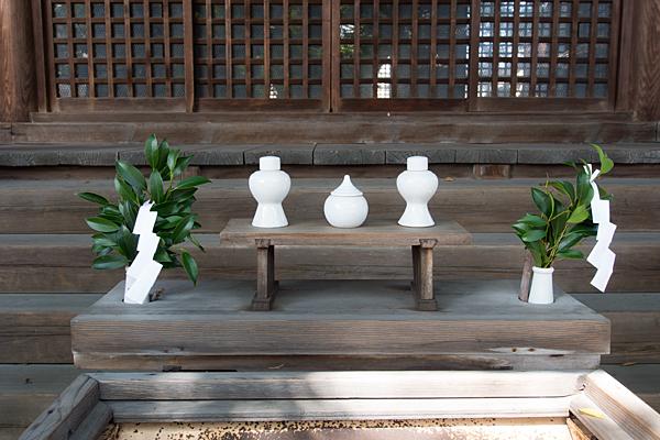 田光八幡社拝殿前