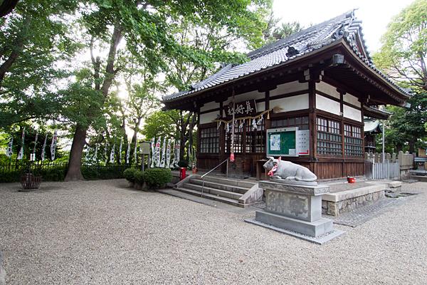 眞好天神社社殿と境内の風景