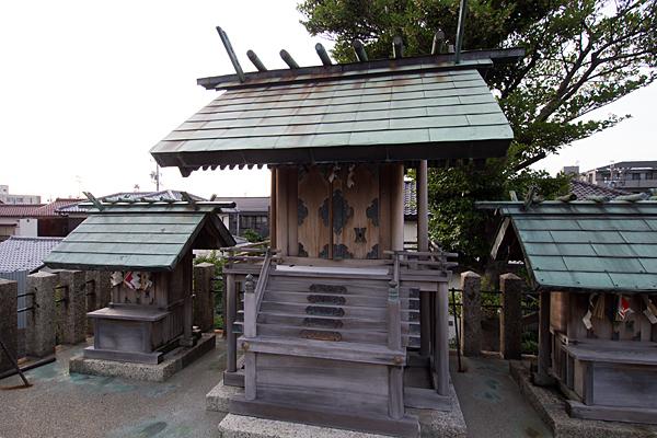 村上神社本社と境内社