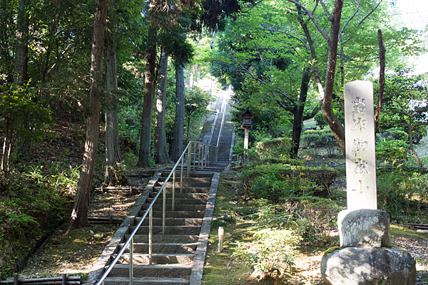 岩作御嶽神社入り口