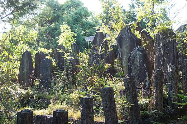 岩作御嶽神社石碑