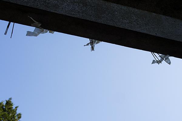 岩作御嶽神社鳥居と紙垂