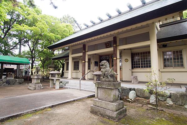城屋敷神明社拝殿斜めから