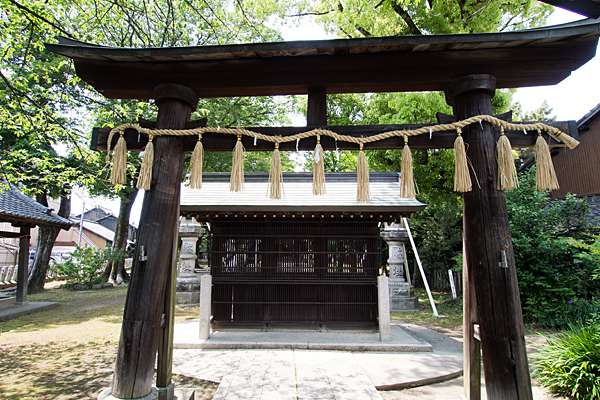 栄生町八幡社二の鳥居