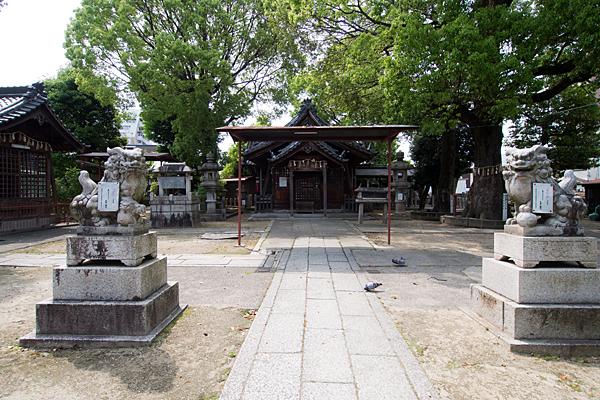 松原八幡社参道と拝殿
