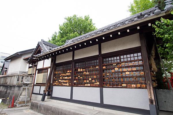 中村天神社社殿横から