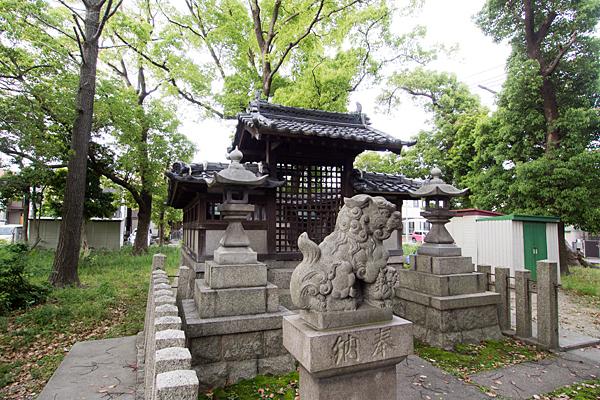 諏訪社狛犬と垣