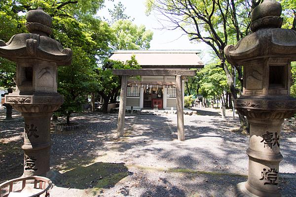 十一番八劔社鳥居と拝殿