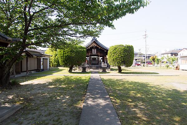 明徳町神明社参道と境内