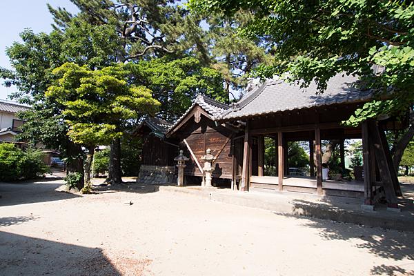 八家町神明社社殿横から