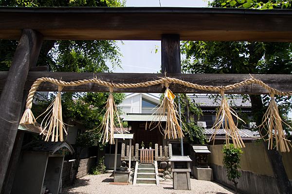 村雲八王子神社鳥居から入り口