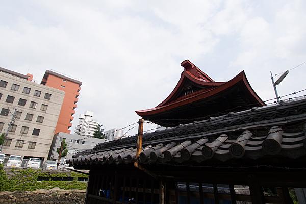 名駅南津島社本社の屋根