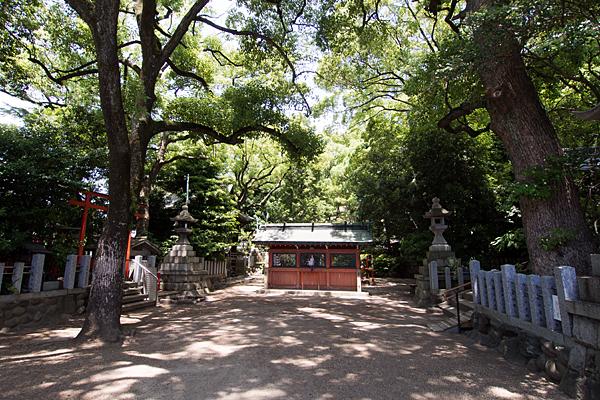 御器所八幡宮境内入り口と蕃塀
