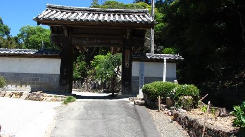 立派な門ですね@摩訶耶寺。野地城という三ヶ日のお城の門だったとかで。