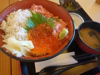 横濱屋本舗食堂 01
