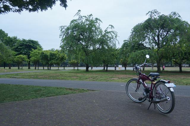 今は平和な公園、昔は飛行機のエンジン工場