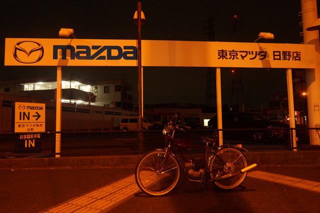 夜間の撮影 自動車販売店とモペット NEX-VG20