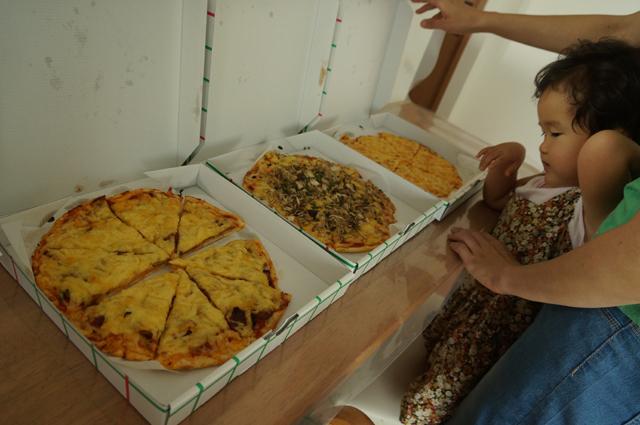ニコラで買ってきたピザ