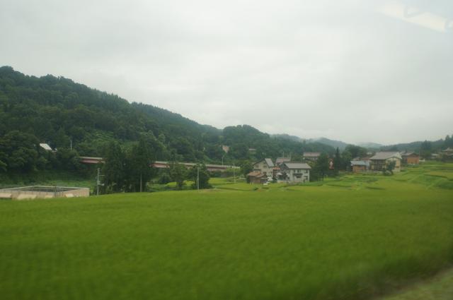 田舎を行く