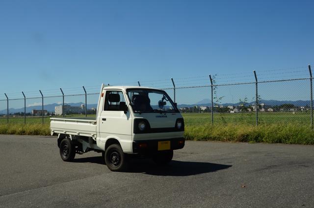 2スト3気筒4WDの軽トラ、キャリイと台風一過の横田基地と富士山