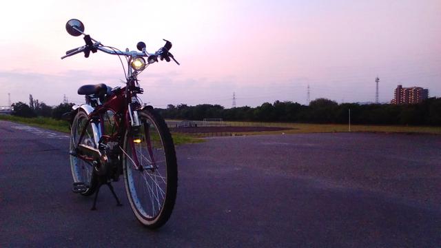 多摩川沿いの朝焼け