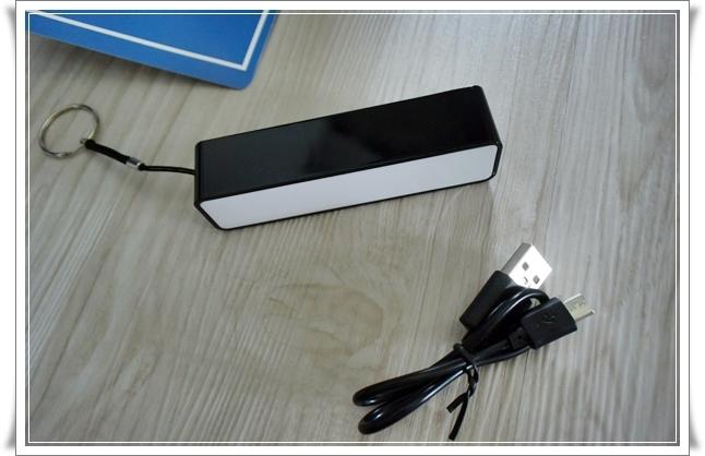ダイソーさんの300円+税モバイルバッテリー