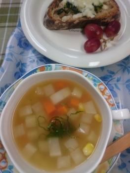 季節のスープでランチ