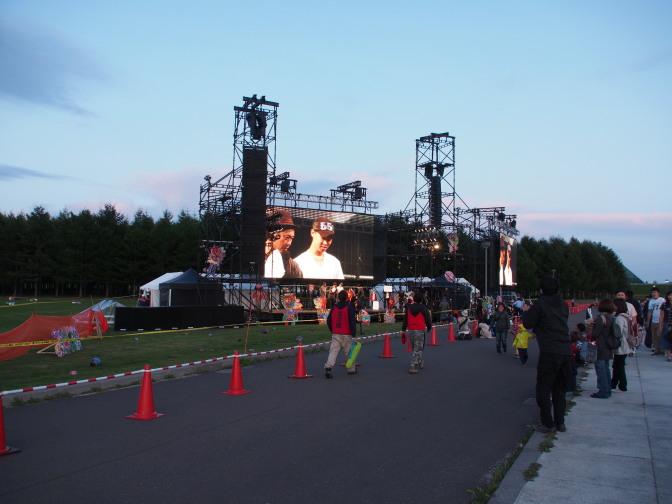 ステージでは各種催し物が開催されています