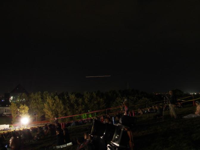 最終便の飛行機と思われる光跡