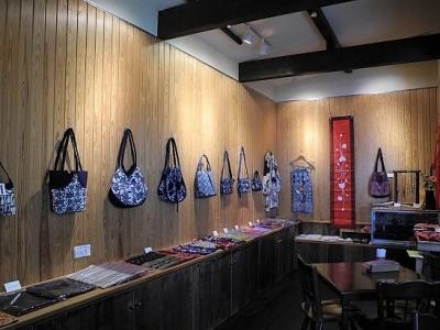 201705アジアの布物&藍染の魅力展