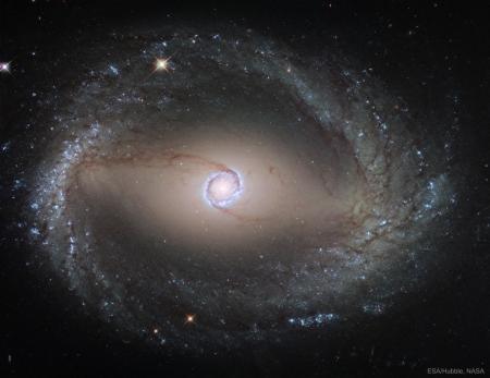 NGC1512inner_Hubble_5413 (1024x790)